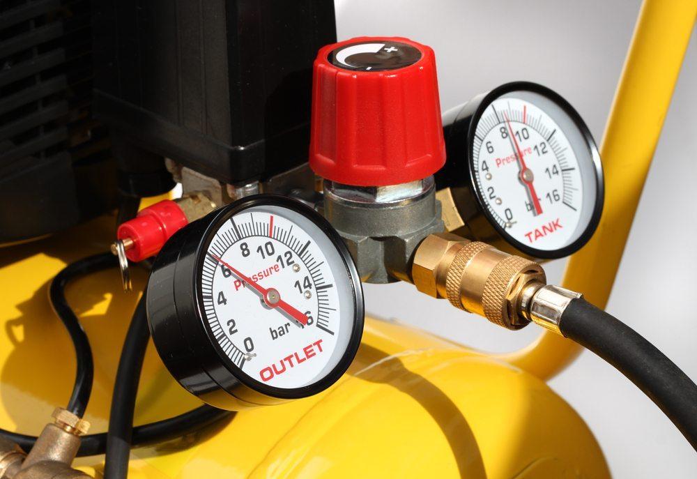 Steht im Betrieb keine Druckluft zur Verfügung, kann mit einem Heissdampfgerät eine ähnliche Leistung erzielt werden. (Bild: Vereshchagin Dmitry / Shutterstock.com)