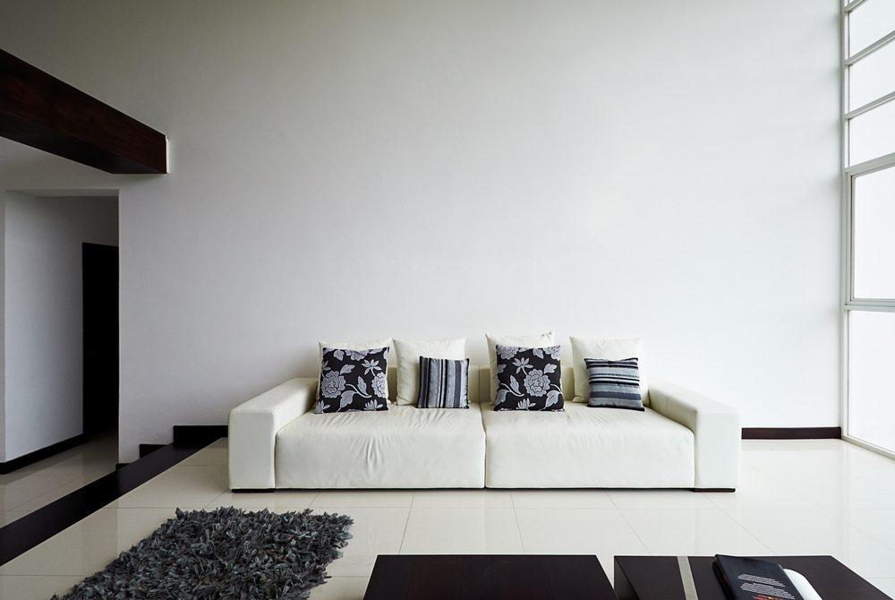 Das Sofa ist ein wichtiges Möbelstück. (Bild: Santiago Cornejo / Shutterstock.com)
