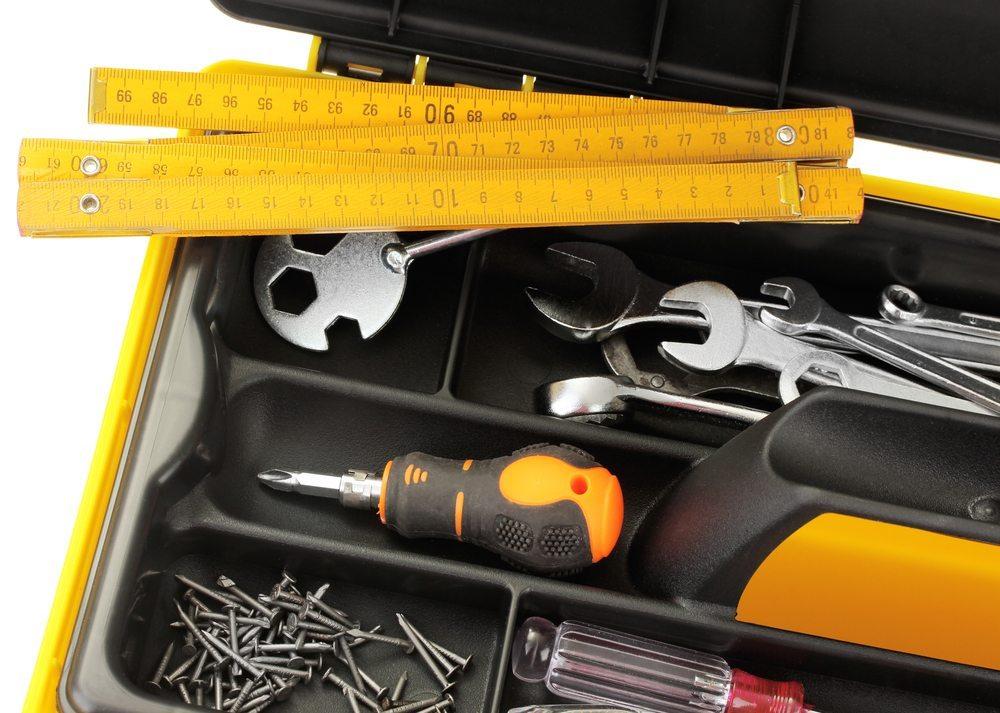 Für den Einsatz auf Reisen – Werkzeugkoffer und Werkzeugtaschen. (Bild: Africa Studio / Shutterstock.com)