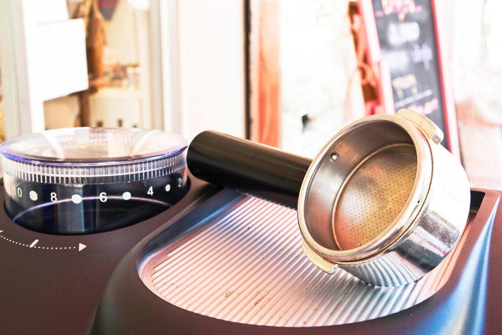 Maschine mit Mahlwerk. (Bild: Aphichart / Shutterstock.com)