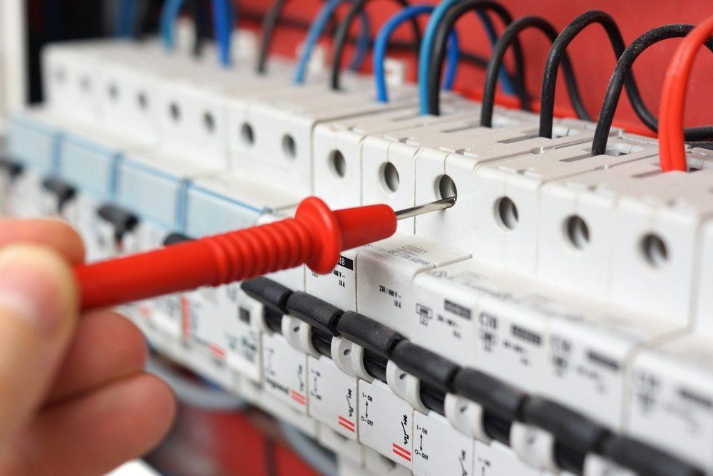 Fehlende Sicherung verursacht Produktionsausfall. (Bild: Bacho / Shutterstock.com)