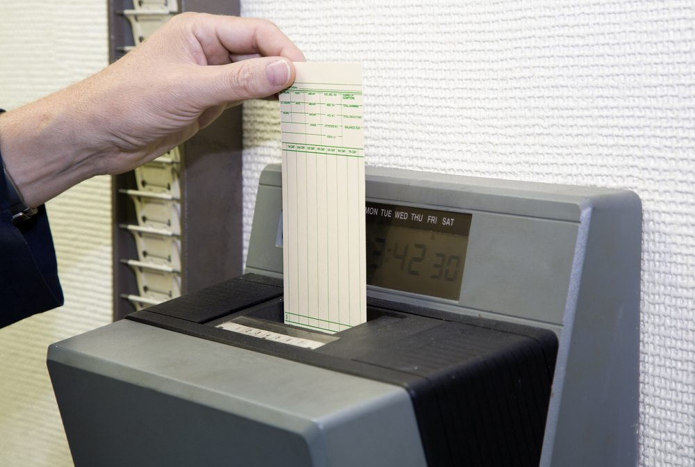 Viele Unternehmen verbinden den Zutritt zum Unternehmen mit der Kontrolle und Abrechnung der Arbeitszeiten. (Bild: Alexey Stiop / Shutterstock.com)