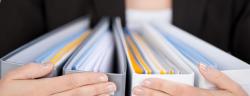 Ordner beseitigen das Chaos und sorgen für Effizienz. (Bild: Carsten Reisinger / Shutterstock.com)