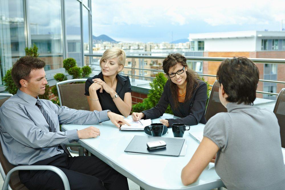 Haben Ihre neuen Büroräume Balkone oder vielleicht eine Terrasse? (Bild: StockLite / Shutterstock.com)