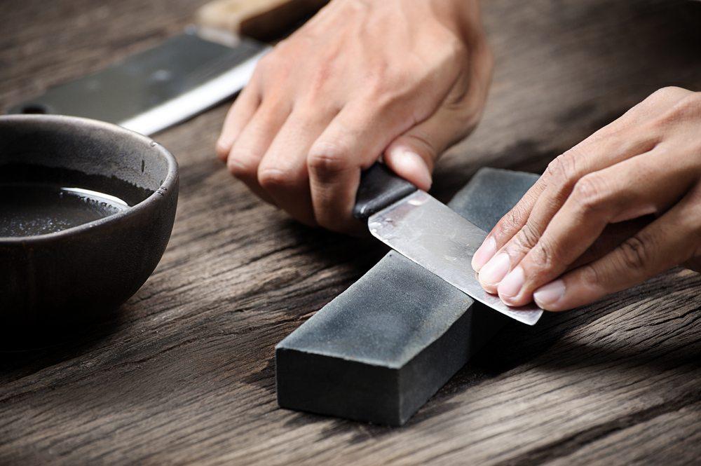 Ob manuell oder elektrisch: Messerschärfer für jede Gelegenheit. (Bild: NorGal / Shutterstock.com)