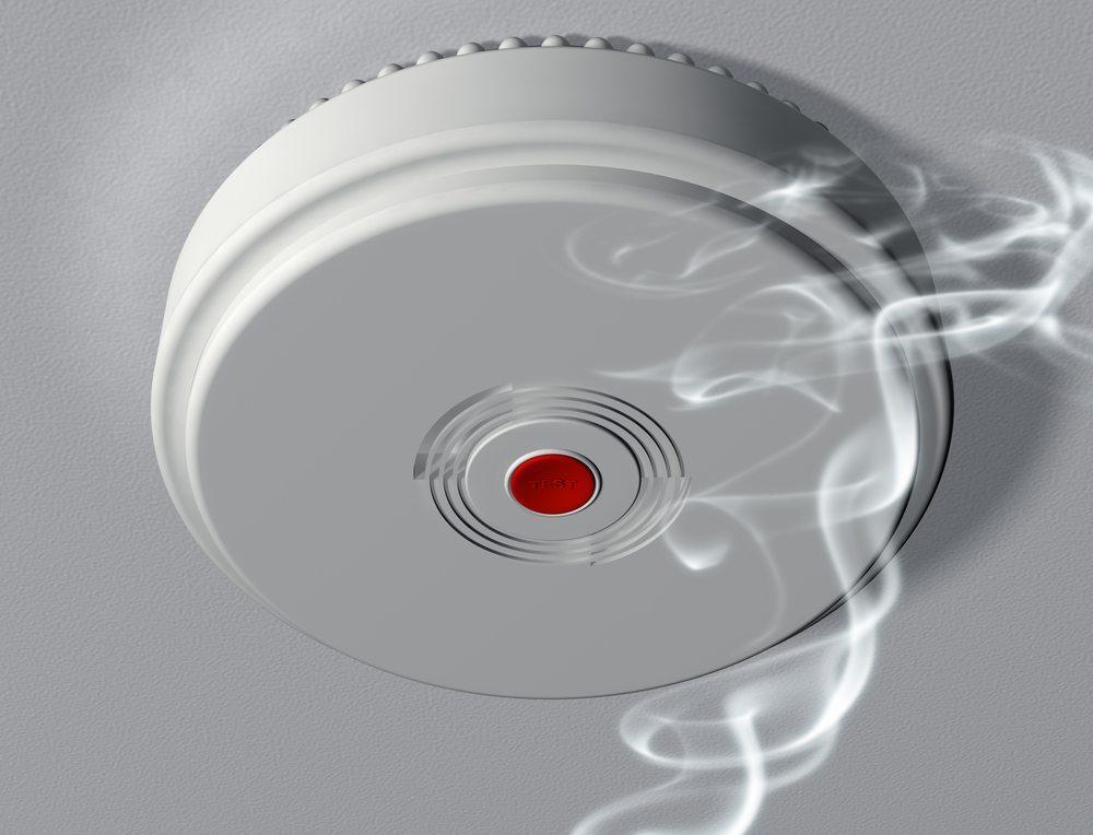 Ein Rauchmelder ist ein zuverlässiger Lebensretter. (Bild: Paul Fleet / Shutterstock.com)