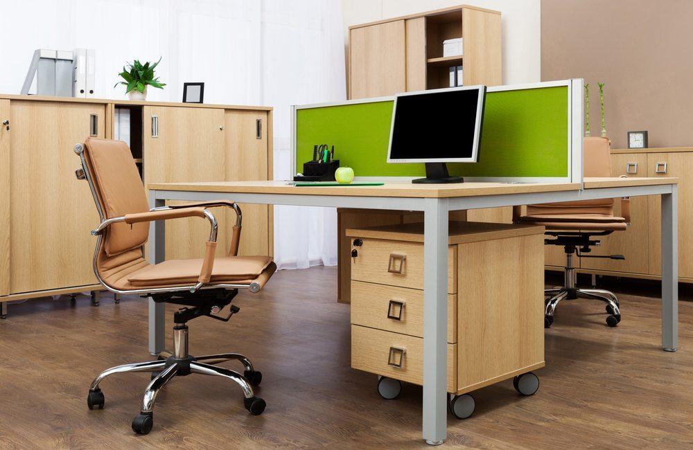 Rollcontainer bieten zusätzlichen Stauraum in Ihrem Büro und lassen sich unauffällig unter dem Schreibtisch aufstellen. (Bild: terekhov igor / Shutterstock.com)