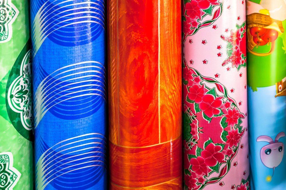 Die Oberflächengestaltung der Vinylböden zeigt sich in einer grossen Vielfalt. (Bild: © Kagai19927 - shutterstock.com)