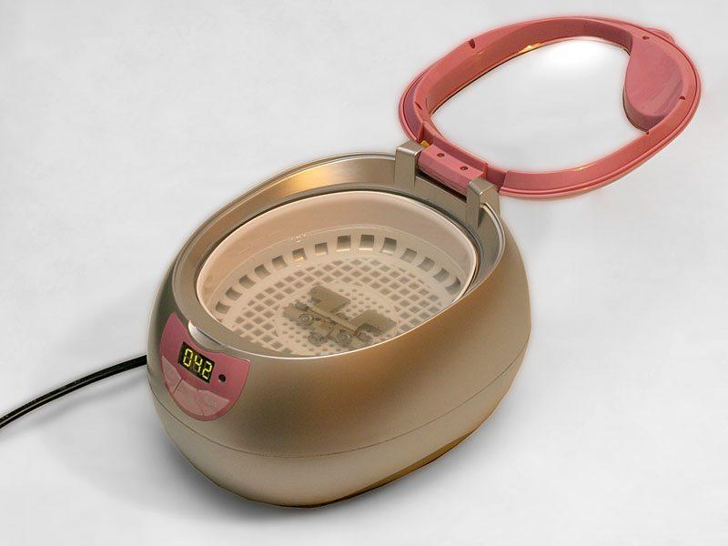 Ultraschallreinigungsgerät für den Haushalt (Bild: Thomas Kraft, Wikimedia, CC)