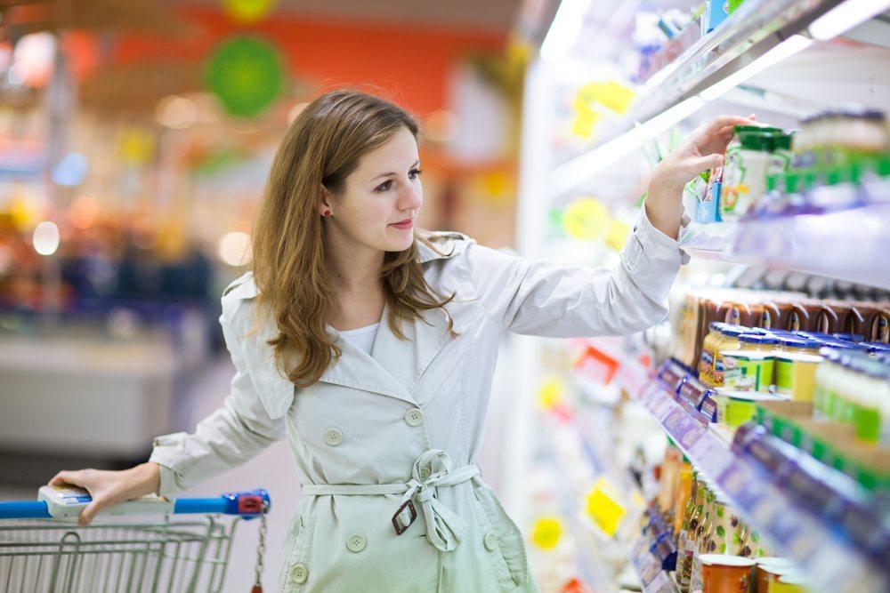 Die Kunden werden gefilmt, mit dem Zweck, das Entscheidungs- und Kaufverhalten zu beobachten. (Bild: l i g h t p o e t / Shutterstock.com)