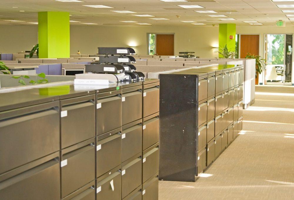 Es sind vor allem verschliessbare Aktenschränke, die eine komfortable und sichere Aufbewahrung von Dokumenten möglich machen. (Bild: Chad McDermott / Shutterstock.com)