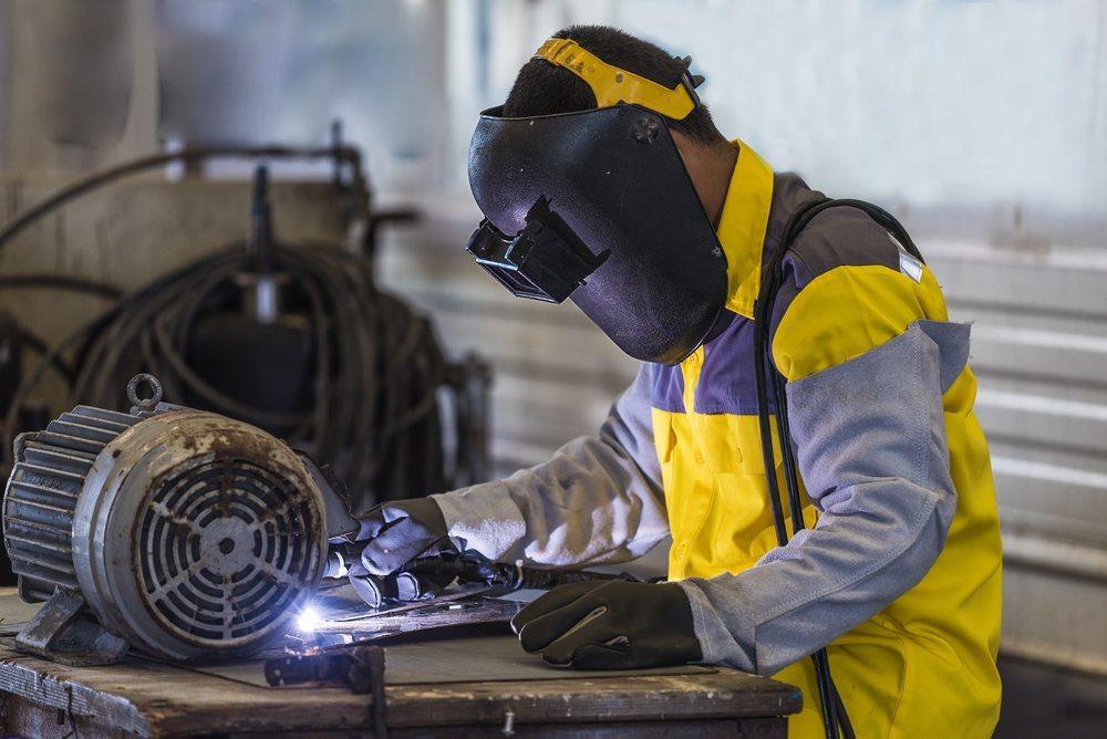 Wann lohnt sich eine Reparatur? (Bild: © Chaiyapruk Chanwatthana - shutterstock.com)