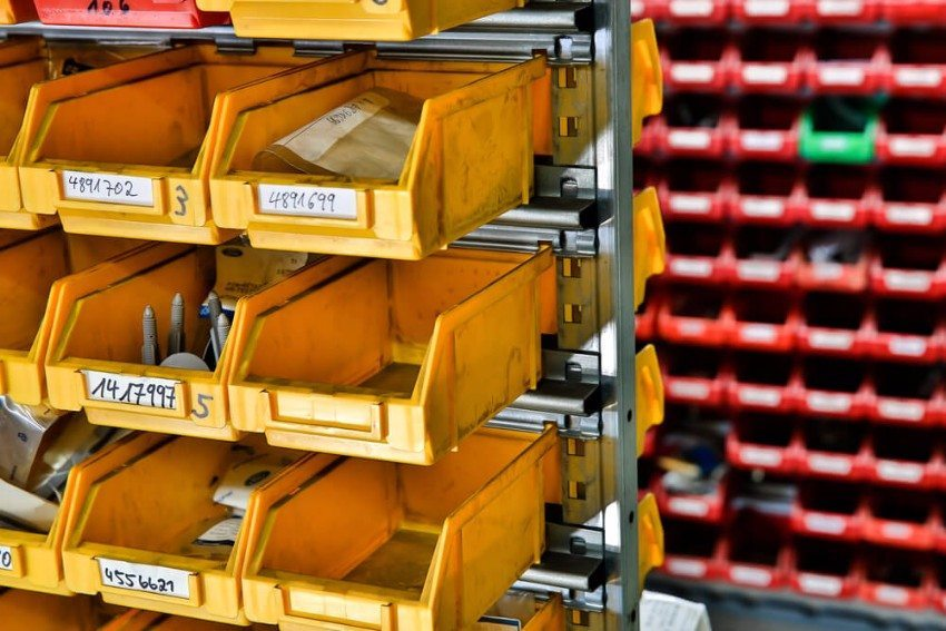 Häufig wird das Kanban-Prinzip bei C-Teilen eingesetzt. (Bild: © gn fotografie - shutterstock.com)
