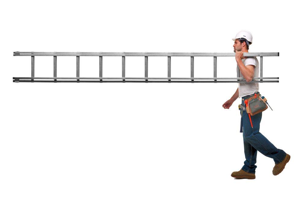 Was muss eine Leiter können? (Bild: © Lisa F. Young - shutterstock.com)