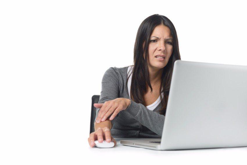 Stress bei der Arbeit führt schnell zu schädlichen Mausgewohnheiten (Bild: © Lars Zahner - shutterstock.com)