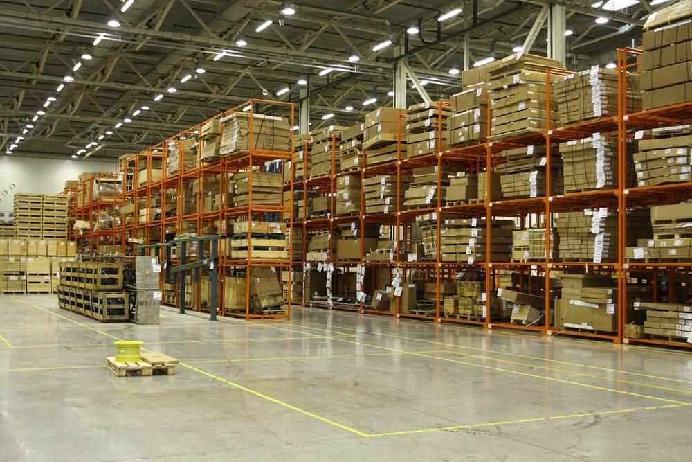 Je nach Art und Grösse der Güter werden die Regale dimensioniert und konzipiert. (Bild: © Vereshchagin Dmitry - shutterstock.com)