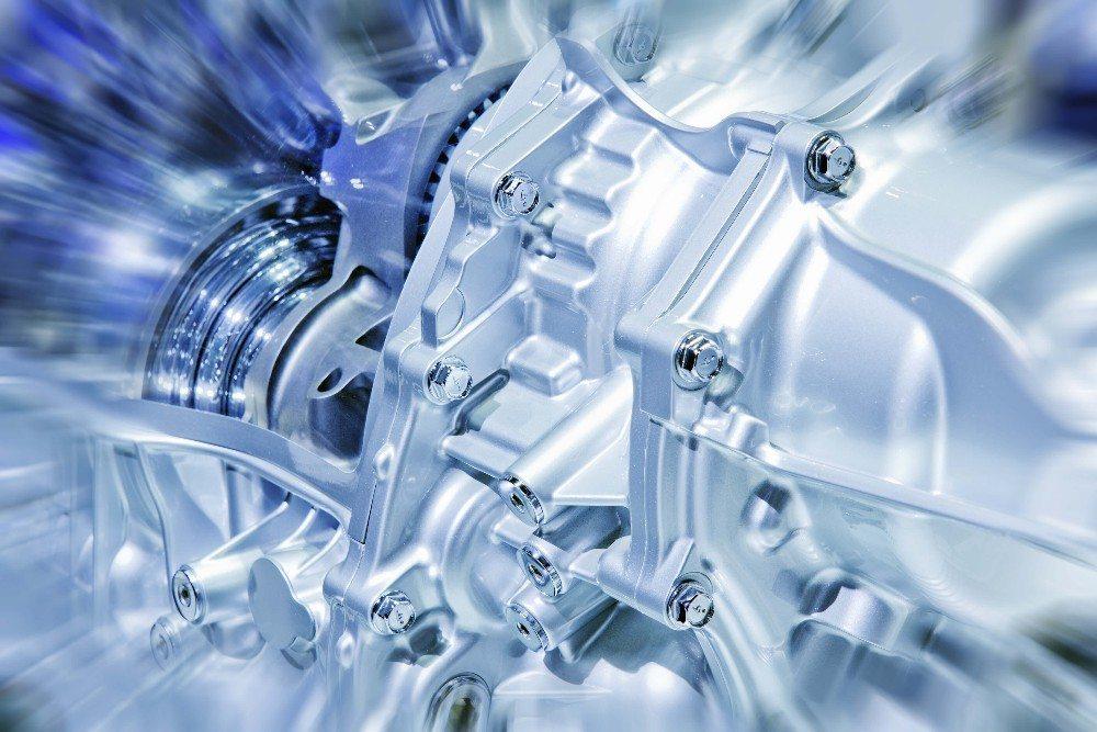 Hydraulikhybride erreichen bessere Abgaswerte als Fahrzeuge mit konventionellen Verbrennungsmotoren. (Bild: © yuliufu - fotolia.com)