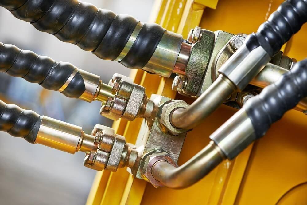 Beim Aufbau einer hydraulischen Anlage müssen viele Faktoren berücksichtigt werden. (Bild: © Kadmy - fotolia.com)