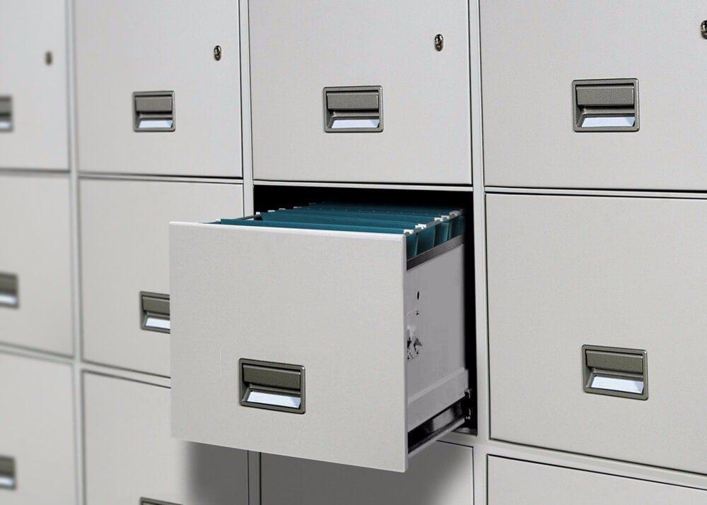 Verschieberegale werden häufig in Archiven eingesetzt. (Bild: © razihusin - shutterstock.com)