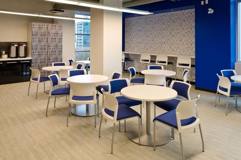 Der übliche Zweck eines Sozialraumes ist der eines Pausenraums. (Bild: © romakoma - shutterstock.com)