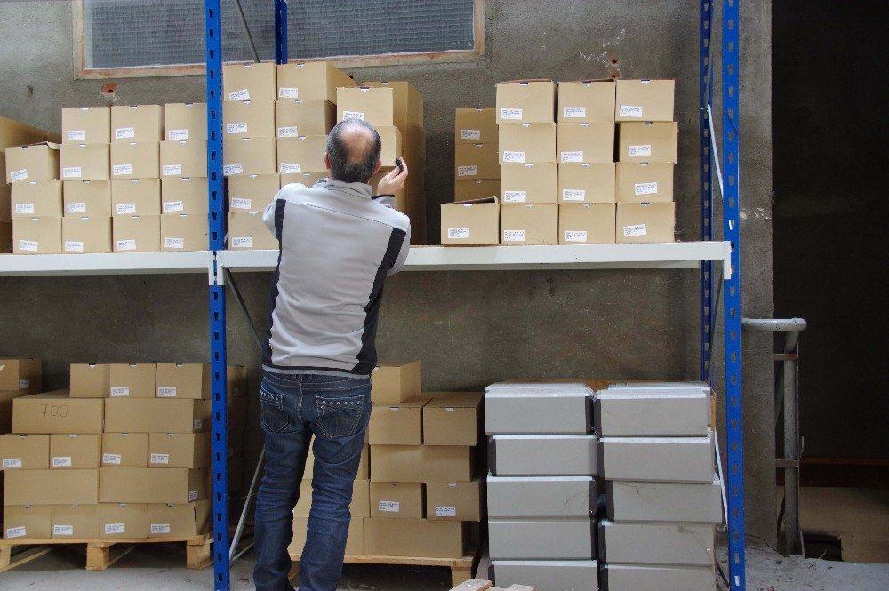Wirtschaftlich günstiger und auch unter dem Aspekt des Umweltschutzes sinnvoller ist die papierlose Kommissionierung. (Bild: © savoieleysse - fotolia.com)