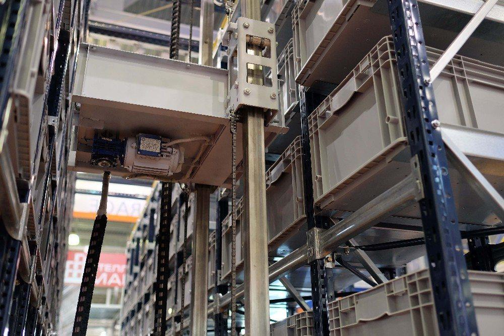 Diese Lagerform eignet sich sowohl für Kleinmengen, die in KLT gelagert werden als auch für palettierte Waren. (Bild: © Dmitry Vereshchagin - fotolia.com)