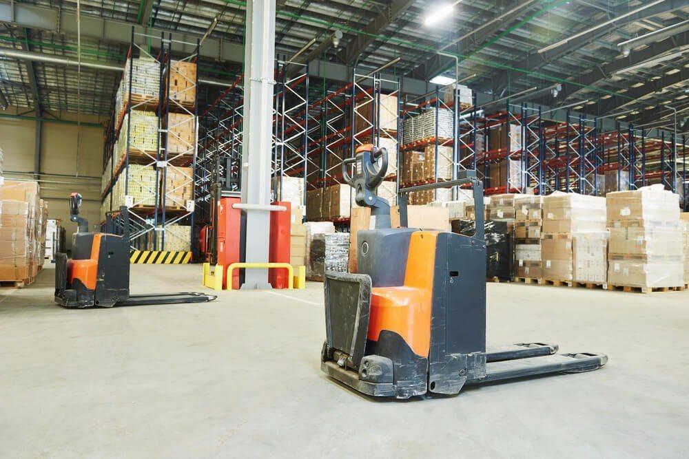 Die Ergonomie am Arbeitsplatz ist im Warenausgang ein wichtiges Thema. (Bild: © Dmitry Kalinovsky - shutterstock.com)