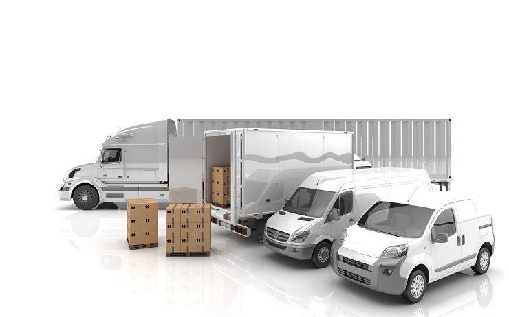 Die fertigen Versandpackstücke werden anschliessend an die Spedition übergeben (Bild: © Transporte - shutterstock.com)
