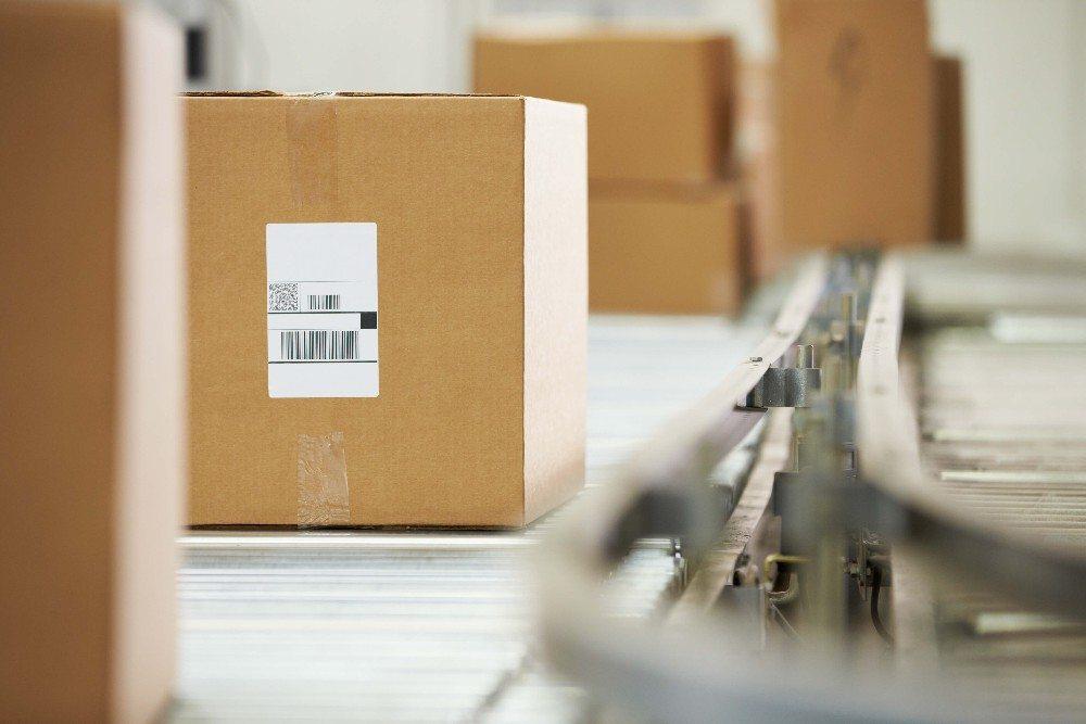 Die einzelnen Packstücke müssen anschliessend zu sinnvollen Versandeinheiten konsolidiert werden. (Bild: © Monkey Business - fotolia.com)