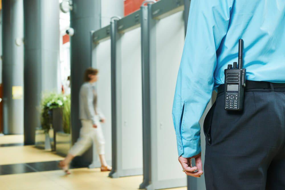 Qualifiziertes Security-Personal - bei der Dera Security. (Bild: © Dmitry Kalinovsky - shutterstock.com)