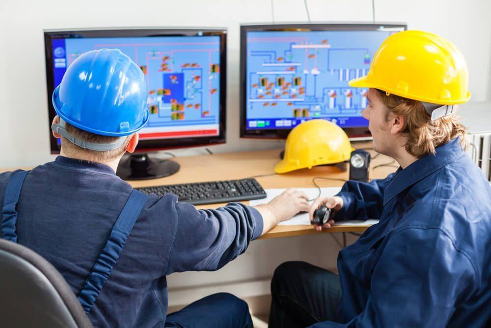 BDE - Betriebsdatenerfassung kann z. B. an dezentralen Bildschirmarbeitsplätzen durchgeführt werden. (Bild: © Avatar_023 - shutterstock.com)