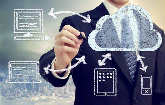 """Das """"moderne Büro"""" bewegt sich in die Cloud. (Bild: © Melpomene - shutterstock.com)"""