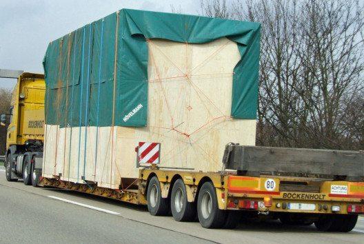 Imposante Kiste auf der Autobahn. (Bild: HPE)