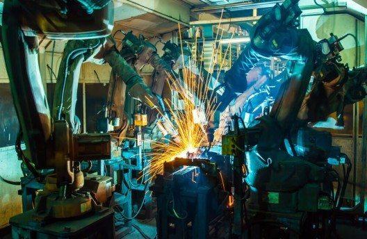 Weltweiter Spitzenreiter bei der Automatisierung mit Industrie-Robotern ist derzeit Südkorea. (Bild: © wi6995 - shutterstock.com)