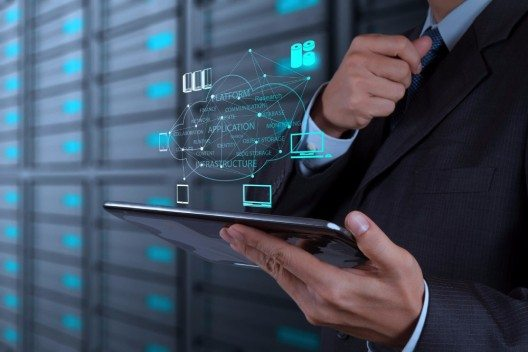 Idealerweise umfasst eine Sicherheitslösung auch Echtzeit-Analytik und -Alarmierung bereits bei einer auffälligen Nutzung privilegierter Konten. (Bild: © everythingpossible - fotolia.com)