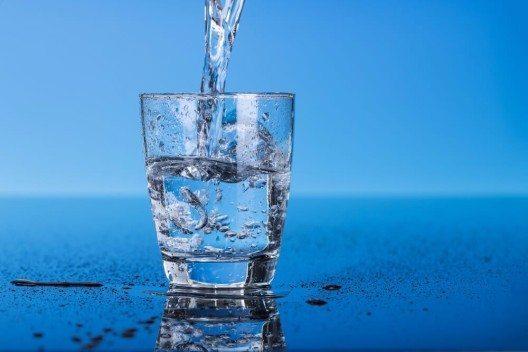 Einfach mal eine Pause einlegen und ein Glas Wasser trinken. (Bild: © science photo - shutterstock.com)
