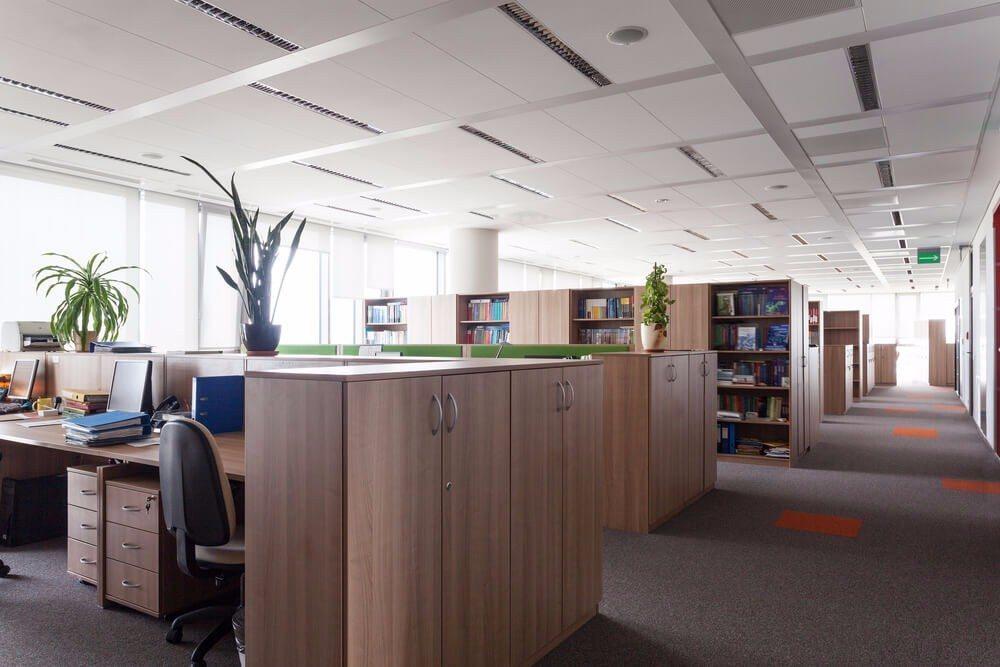 In einem professionell eingerichteten und funktionierendem Umfeld steigen die Motivation der Mitarbeiter und somit die Effizienz für das Unternehmen. (Bild: © Photographee.eu - shutterstock.com)