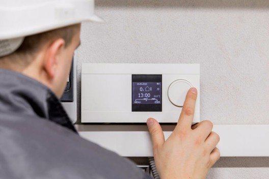 Der grosse Vorteil einer Steigerung der Energieeffizienz in einem Unternehmen ist der nachhaltige Effekt solcher Massnahmen. (Bild: © Kaspars Grinvalds - shutterstock.com)