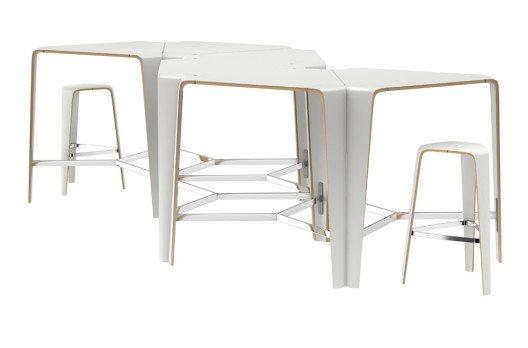 Zu ebenso dynamischen, jederzeit veränderbaren Strukturen lässt sich der schlanke, dreieckige hoc Tisch zusammenfügen. (Bild: Brunner GmbH)