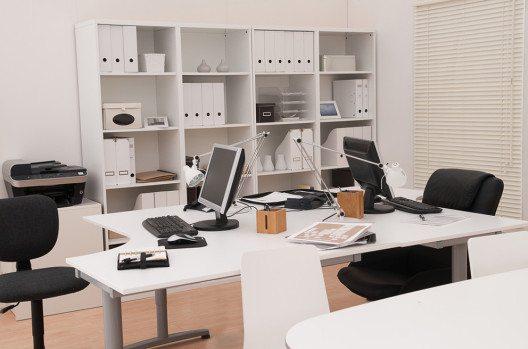 Eine funktionelle und ergonomische Einrichtung ist von äusserster Wichtigkeit. (Bild: Cyril Hou – Shutterstock.com)