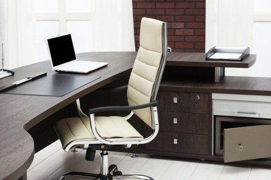 Sitzmöbel gehören zu den elementarsten Einrichtungsgegenständen. (Bild: terekhov igor – Shutterstock.com)