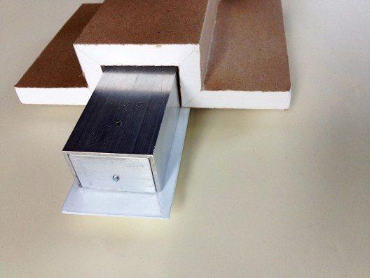ELLA-Zubehör Gips-Karton Formteil: Das Gipskarton-Fertigteil ist als Zubehör erhältlich. Es ist sowohl eine sehr kostensparende Lösung für die Leuchtenaussparungen in Gipskartondecken als auch für die Installation der Leuchten. Probleme zwischen Trockenbau und Elektriker gibt es nicht mehr. (Bild: © aristob.com)
