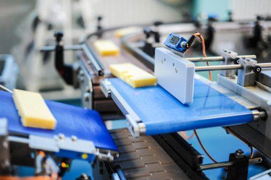 Die Schweizer MEM-Industrie sieht sich für die Digitalisierung gut aufgestellt. (Bild: © Paolo Sartorio - shutterstock.com)