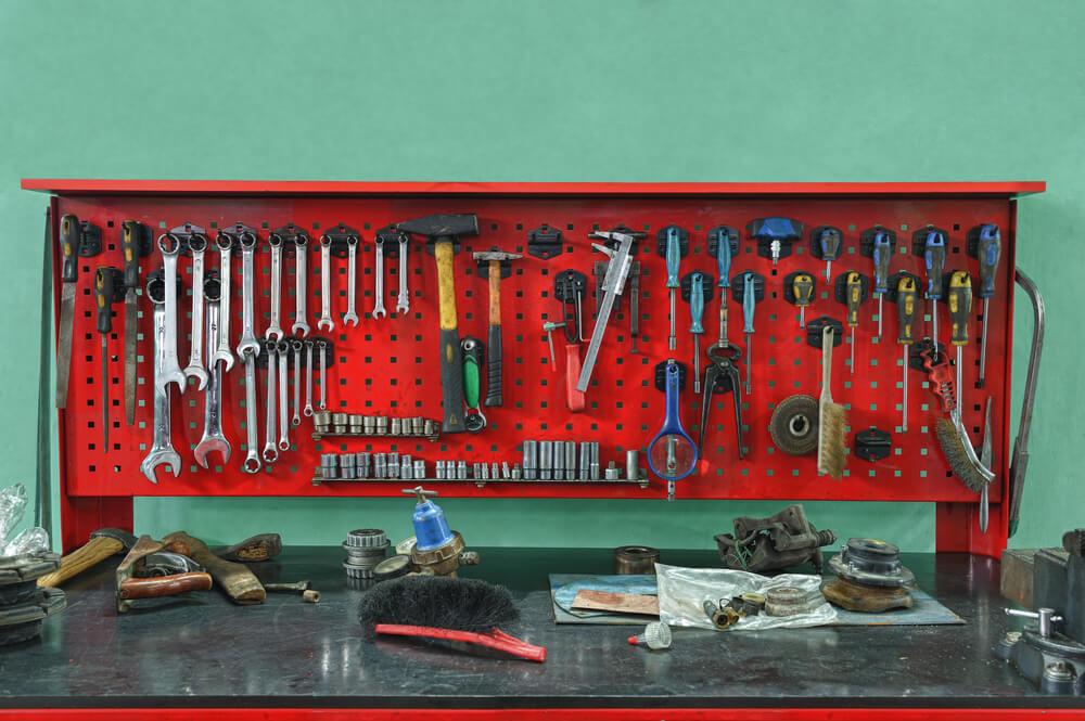 Das Herz der Werkstatt ist die Werkbank. (Bild: Galushko Sergey - shutterstock.com)