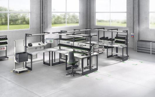 bott avero Arbeitsplatzsystem als Montagelinie in Industriehalle