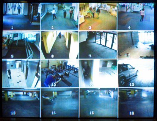 Überwachungskameras schrecken ab und helfen bei der Aufklärung von Straftaten. (Bild: RHIMAGE - shutterstock.com)