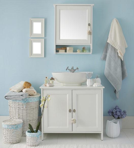 Einen passenden Waschbeckenunterschrank wählen (Bild: united photo studio - shutterstock.com)