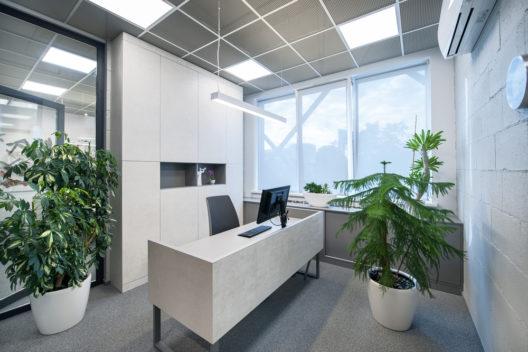 Produktives Arbeiten mit passender Beleuchtung (Bild: Giedriusok - shutterstock.com)