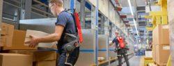 """German Bionic testet neuen intelligenten Kraftanzug """"Made in Germany"""" am IKEA Logistikstandort Dortmund / Das aktive Exoskelett Cray X von German Bionic im Einsatz bei IKEA in Dortmund. (c) German Bionic. Weiterer Text über ots und www.presseportal.de/nr/126129 / Die Verwendung dieses Bildes ist für redaktionelle Zwecke honorarfrei. Veröffentlichung bitte unter Quellenangabe: """"obs/GBS German Bionic Systems GmbH/Mert Dürümoglu"""""""